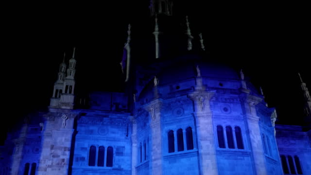 como cathedral illuminated during the christmas holidays december 2018 como - cattolicesimo video stock e b–roll