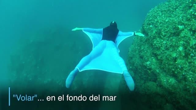 Como nadar de la forma mas parecida posible a los grandes animales marinos El buceador de Monaco Pierre Frolla cree haberlo logrado tras inventar un...