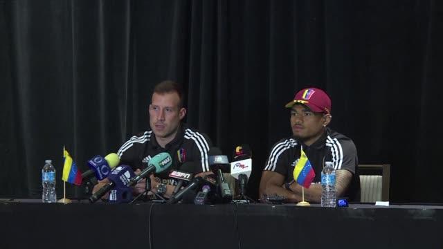 vídeos y material grabado en eventos de stock de como una luz en medio de la oscuridad la seleccion de venezuela buscara un triunfo ante mexico por el liderato del grupo c de la copa america... - llevar