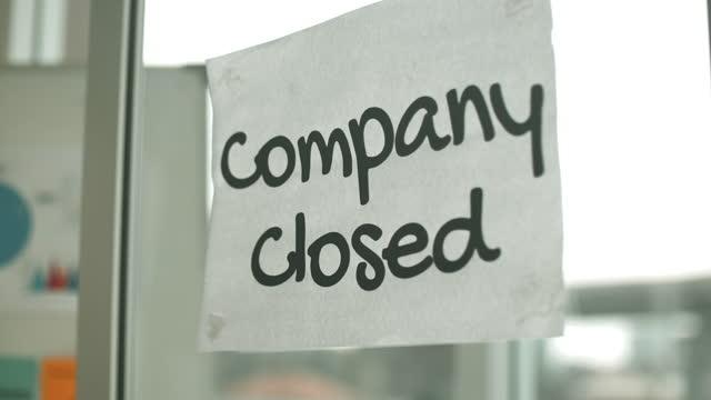 vídeos de stock e filmes b-roll de company closed sihn - decisão
