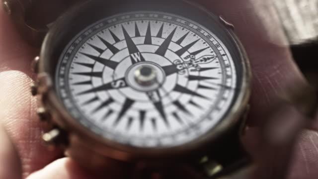 compass - kompass stock-videos und b-roll-filmmaterial