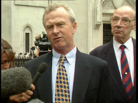 london high court solicitor martyn day and another arriving at court for beginning of compensation case against tobacco companies martyn day intvw... - nikotin stock-videos und b-roll-filmmaterial