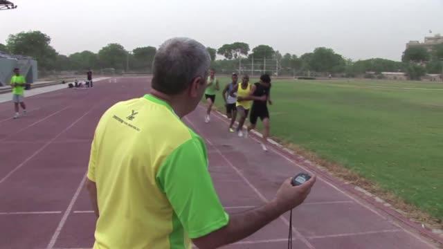 vídeos de stock, filmes e b-roll de competir para ellos es una autentica cuestion nacional voiced los ocho olimpicos de irak on july 10 2012 in baghdad iraq - irak