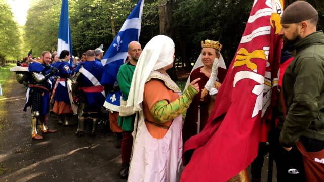 competitors take part in the international medieval combat federation world championships at scone palace on may 10 2018 in perth scotland thousands... - historische kleidung traditionelle kleidung stock-videos und b-roll-filmmaterial