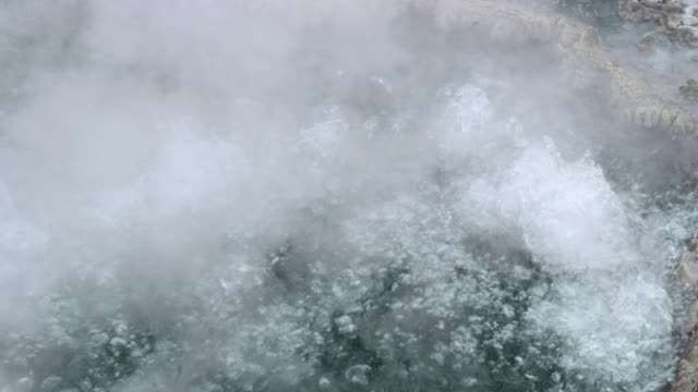 vidéos et rushes de compilation of a bubbling thermal pool in the yellowstone national park - spring flowing water