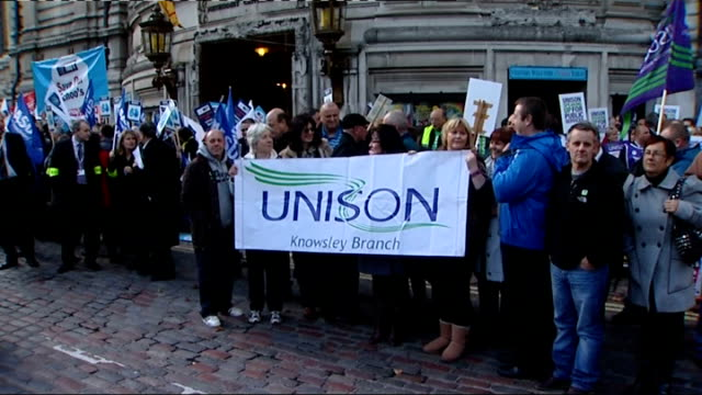 comprehensive spending review: tuc rally outside parliament; england: london: palace of westminster: ext various shots of trade union congress... - 労働組合会議点の映像素材/bロール