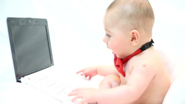 computer e bambino - tutina video stock e b–roll