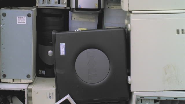 ms tu computer equipment for recycling on pallet, santa barbara, california, usa  - obsoleto video stock e b–roll