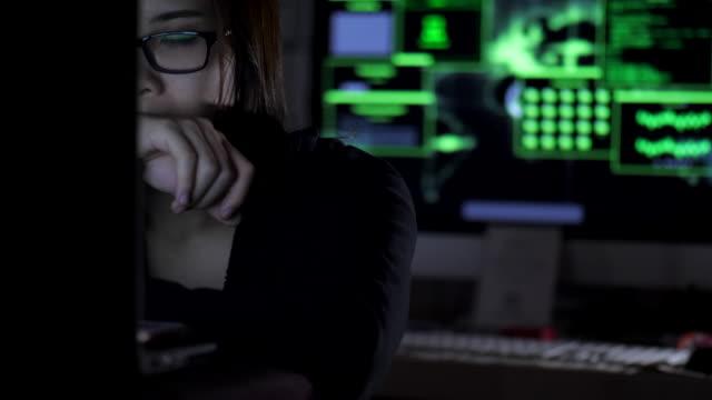 Computer hacker trabajando