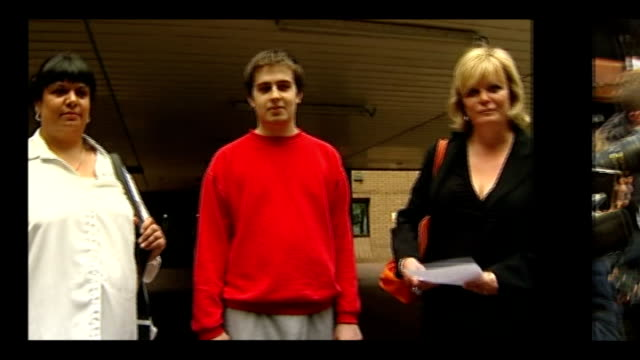 autism used as a defence by hackers r27061103 / r15010903 ryan cleary rita cleary and karen todner outside court / gary mckinnon at press conference - channel 4 news stock-videos und b-roll-filmmaterial