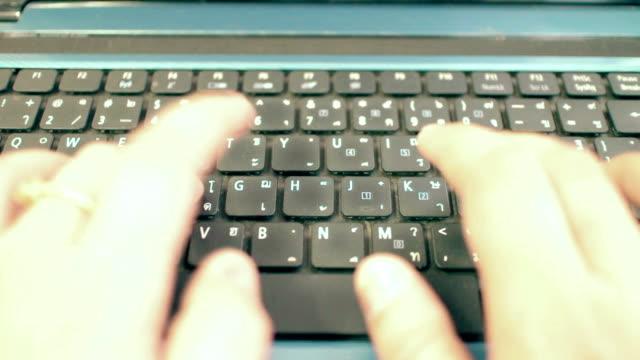 tastiera di computer - archivista video stock e b–roll