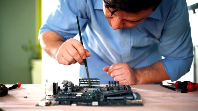 vídeos de stock e filmes b-roll de computer maintenance. - imagem tonalizada