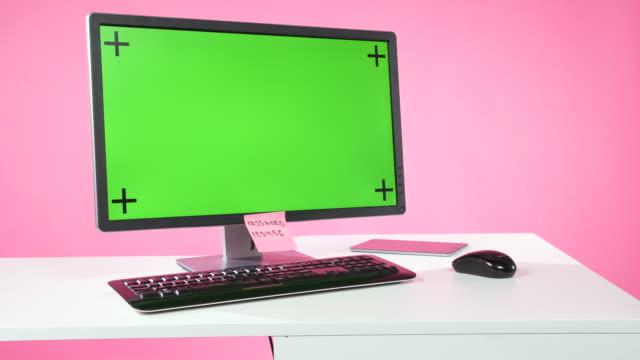 computermonitor mit grünem bildschirm - passwort stock-videos und b-roll-filmmaterial