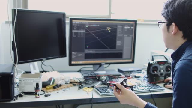 computer science student working on motion tracker - デスクトップ型パソコン点の映像素材/bロール