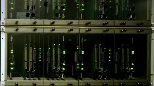 zi, cu a computer server room at alma observatory (alma correlator) / san pedro de atacama, chile - ネットワークサーバー点の映像素材/bロール