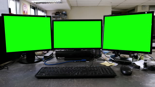 computer with green screen - tre oggetti video stock e b–roll