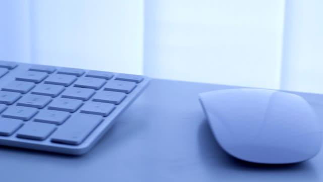 vídeos y material grabado en eventos de stock de ordenador de trabajo - dispositivo de entrada