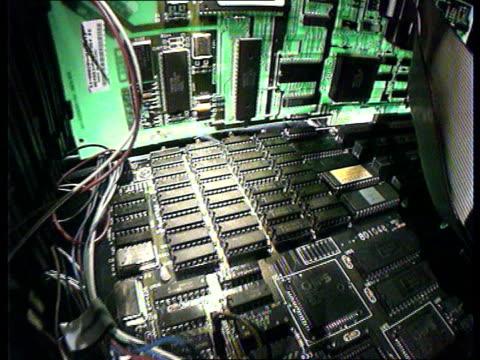 vídeos de stock e filmes b-roll de computers, millennium problems; itn lib: circuitboards inside computer - ano 2000