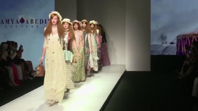 Con la tercera edicion del Arab Fashion Week Dubai intenta hacerse un lugar en el escenario de la moda internacional con el Ready Couture un nuevo...