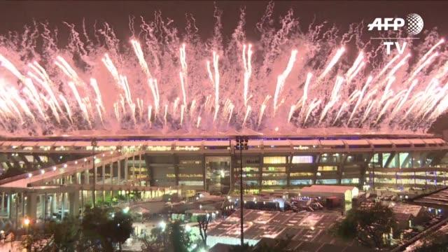 con mucha musica bailes tradicionales y gran colorido se realizo la ceremonia de clausura de los juegos olimpicos de rio 2016 en el mitico estadio... - sport venue stock videos & royalty-free footage