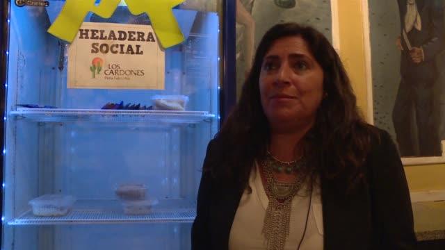 con una inflacion de casi 40% anual los argentinos se solidarizan con los sin techo dejandoles comida en heladeras sociales una idea que busca evitar... - comida stock videos & royalty-free footage