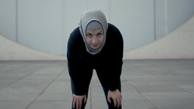 concentrated muslim woman in hijab breathing heavily (slow motion) - arabesque stock videos & royalty-free footage