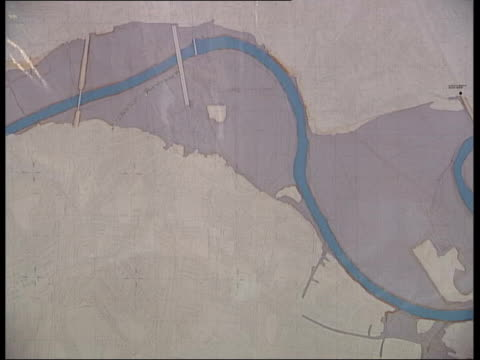 concerns over insurance for vulnerable areas hereford people in flood fair pan cms map of river residents chatting with flood experts in flood fair... - 2002 stock-videos und b-roll-filmmaterial