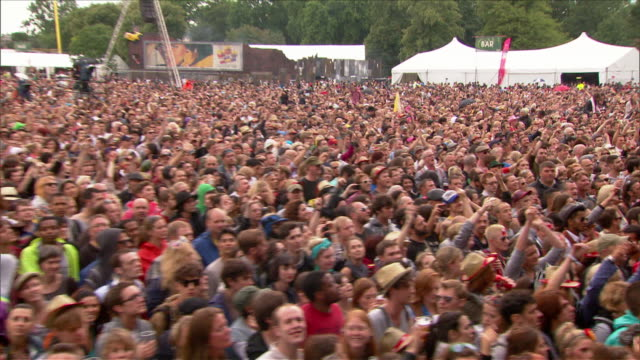 w/s ext concert crowd festival day - festival goer stock videos & royalty-free footage