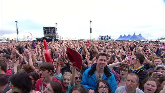 m/s ext concert crowd festival day - foam hand stock videos and b-roll footage