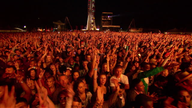 w/s ext concert crowd night - popular music concert stock videos & royalty-free footage