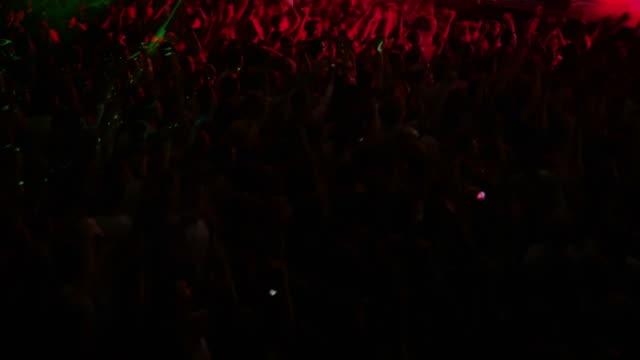 vídeos de stock, filmes e b-roll de multidão de concerto - pedra rocha