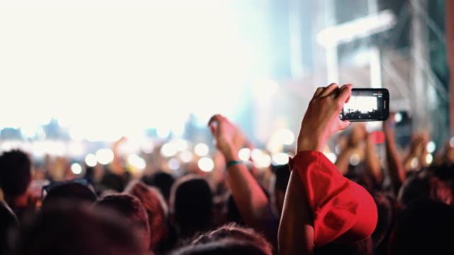 音樂會的人群。 - 表演藝術活動 個影片檔及 b 捲影像