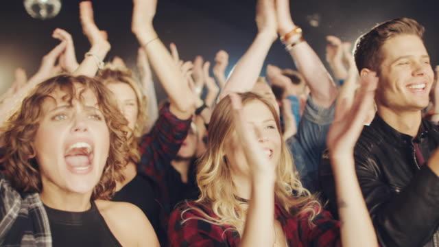 vídeos de stock e filmes b-roll de concert crowd - film festival
