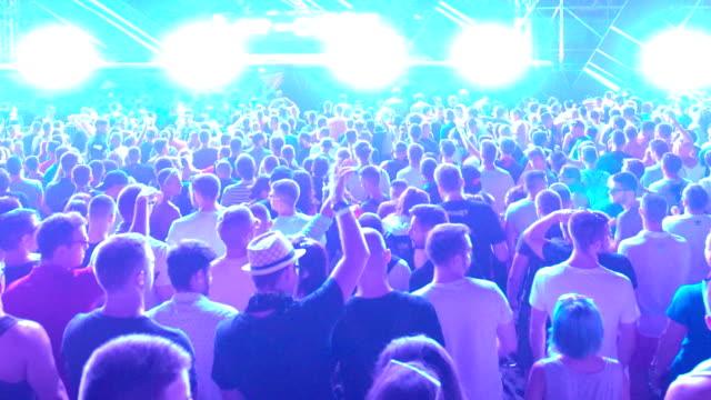 Konzert-party.