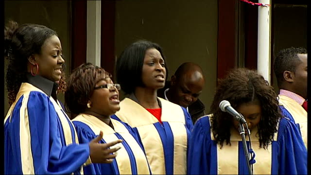 stockvideo's en b-roll-footage met concert to remember drummer lee rigby **music heard sot** gospel choir singing women swaying as sitting men standing - gospelmuziek