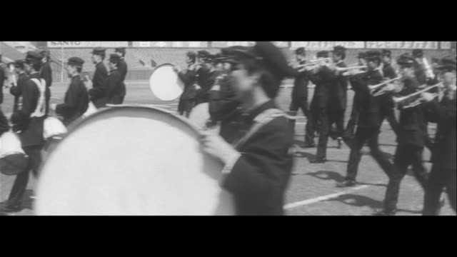concert with cannons/jsdf cannons moved into nishinomiya stadium, tchaikovsky's 1812 prelude played by elementary, middle, high and university... - 日本の軍事力点の映像素材/bロール