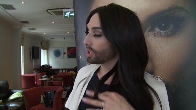 vidéos et rushes de interview conchita wurst on beards style current work and jean paul gaultier at conchita wurst interview on 25th april 2015 in london england - concours de l'eurovision
