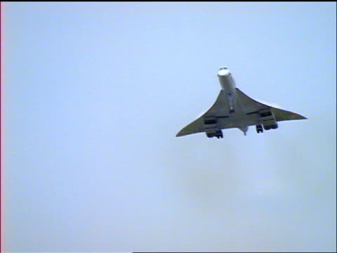 pan concorde airliner approaching + landing on runway - british aerospace concorde stock videos and b-roll footage