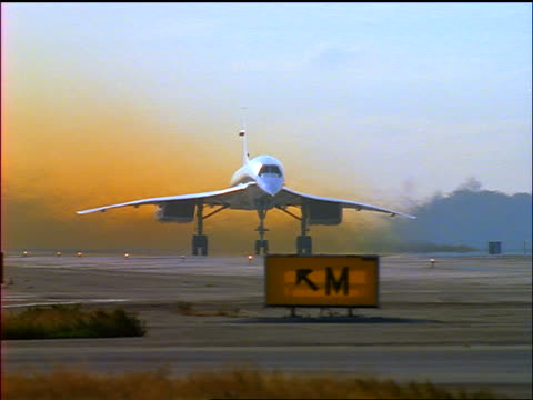 pan concorde airliner taking off from runway - british aerospace concorde stock videos and b-roll footage