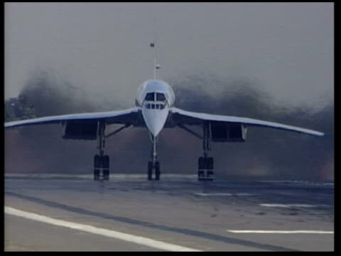 concorde landing after last ever flight cms concorde aircraft passing during taxiing lms concorde coming to a halt - taxiing stock videos & royalty-free footage