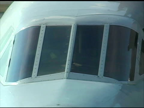 concorde nose: close up of cockpit windows, pull to wide - air vehicle stock videos & royalty-free footage
