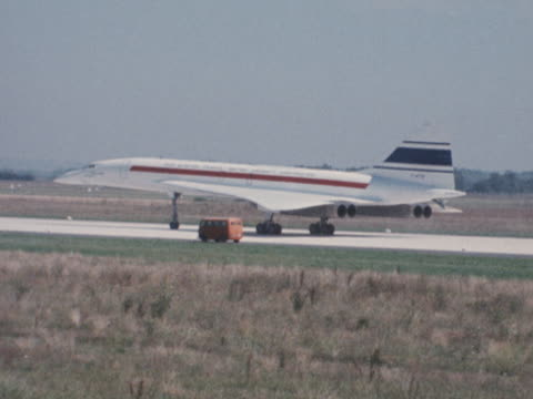 concorde taxis along a runway at toulouse airport during the aircraft's testing. - commercial aircraft stock videos & royalty-free footage