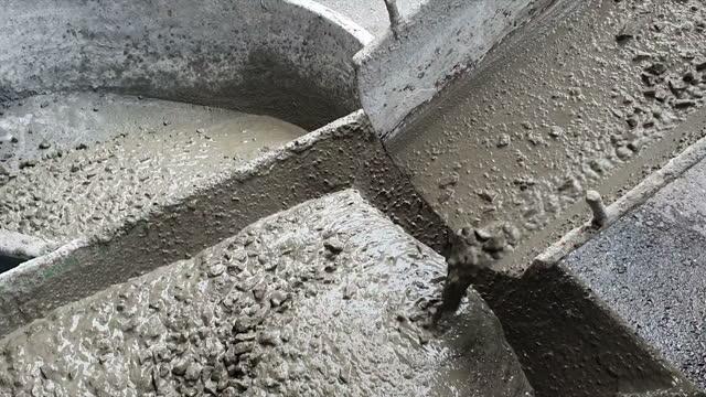 betonmischer - ausbreiten stock-videos und b-roll-filmmaterial