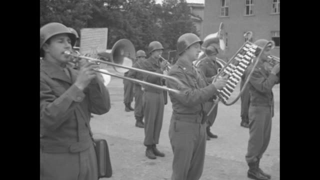vs conductor conducts a military brass band as it performs outside including drums trumpets french horns bell lyre trombones tubas / listening... - 言語翻訳点の映像素材/bロール