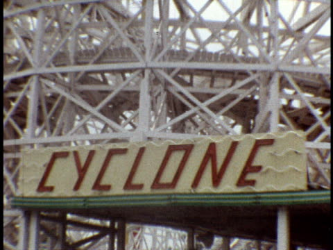 1973 ms coney island amusement park, cyclone ride / brooklyn, new york - coney island stock-videos und b-roll-filmmaterial