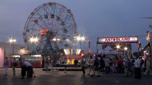 vídeos y material grabado en eventos de stock de coney island amusement park in the brooklyn borough of new york city has been a summer destination for millions of working class new yorkers for... - montaje documental