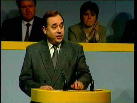 vídeos y material grabado en eventos de stock de aberdeen alex salmond mp speech sot gordon brown thinks the scottish election can be bought by two pounds a week / i think he's wrong i know he's... - soborno