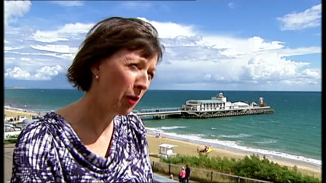 tuc conference opens with labour party rift to the fore england dorset bournemouth ext various of protest groups and campaigners lobbying delegates... - ファイサル・イスラム点の映像素材/bロール