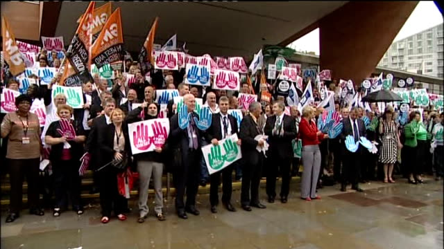 union leaders and members group photocall; england: manchester: ext union members holding gmb flags / brendan barber and tony woodley preparing for... - trades union congress stock videos & royalty-free footage