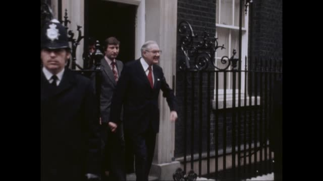 'confidence and supply' agreement struck between conservatives and the democratic unionist party; vs280379003 / england: london: downing street: ext... - democratic unionist party 個影片檔及 b 捲影像